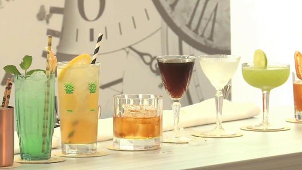 bartender weltmeisterschaft hier werden die besten cocktails der welt gemixt. Black Bedroom Furniture Sets. Home Design Ideas